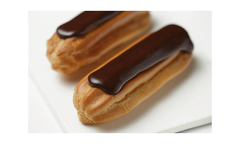 Poppies Cream Filled Eclairs, 9 trays of 5 x 160g